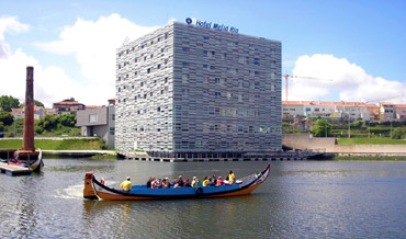 Hotel Melia Ria, a modern building in front of Aveiro lagoon