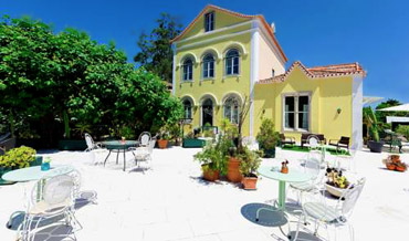Yellow villa and garden with terrace of Hotel Nova Sintra