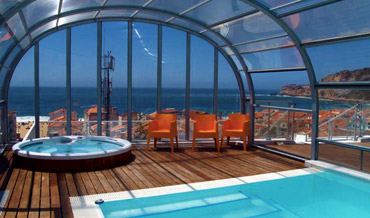 Roof top swimming pool over looking the ocean in Hotel Praia in Nazare