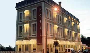 Hotel Roma in Sarria and Art Deco Building